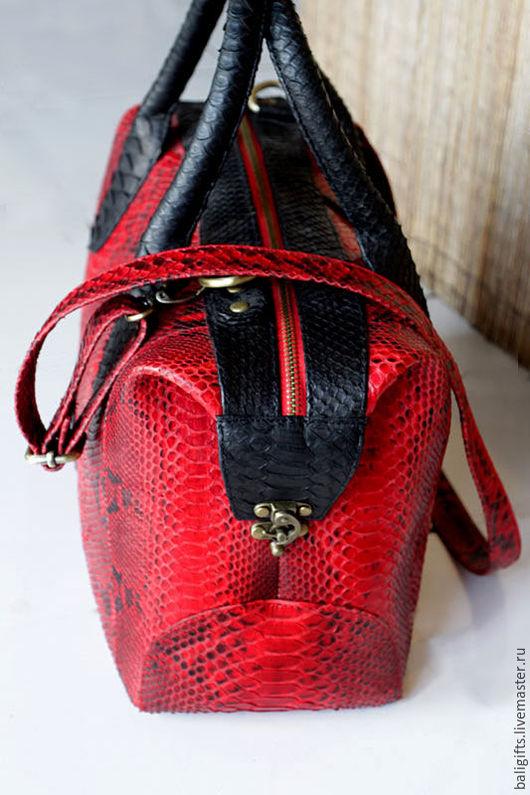 Модная сумка саквояж из натуральной кожи питона