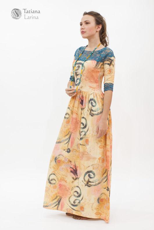 Платье в пол из трикотажа достаточно демократично, в сочетании с кружевом смотрится свежо, оригинально, модно.