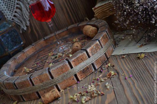 Поднос из массива сосны в стиле старого итальянского Кантри в виде среза винной бочки.Необычное решение для сервировки стола или декора интерьера. Прекрасный подарок любителям блюд итальянской кухни