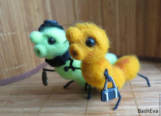 Игрушки животные, ручной работы. Ярмарка Мастеров - ручная работа. Купить Две гусеницы, игрушка из шерсти. Handmade. Подарок близкому
