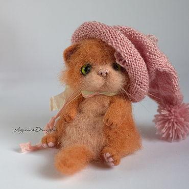 Куклы и игрушки ручной работы. Ярмарка Мастеров - ручная работа Рыжий кот в шапке игрушка войлочная. Handmade.
