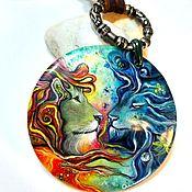 Радужные львы – крупный перламутровый кулон с лаковой росписью