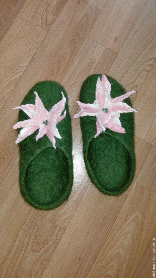 Обувь ручной работы. Ярмарка Мастеров - ручная работа. Купить Тапочки. Handmade. Зеленый, тапочки, тапочки из шерсти, подарок девушке
