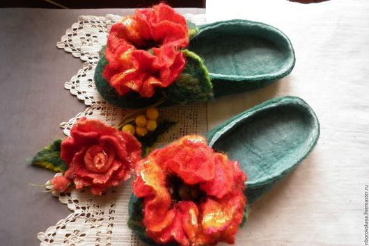 Обувь ручной работы. Ярмарка Мастеров - ручная работа. Купить Тапочки-шлепки  валяные из шерсти Алый мак. Handmade.