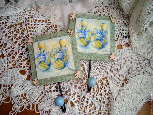 """Детская ручной работы. Ярмарка Мастеров - ручная работа. Купить Набор вешалок """" Голубые пинетки"""" ( 2 шт ). Handmade."""