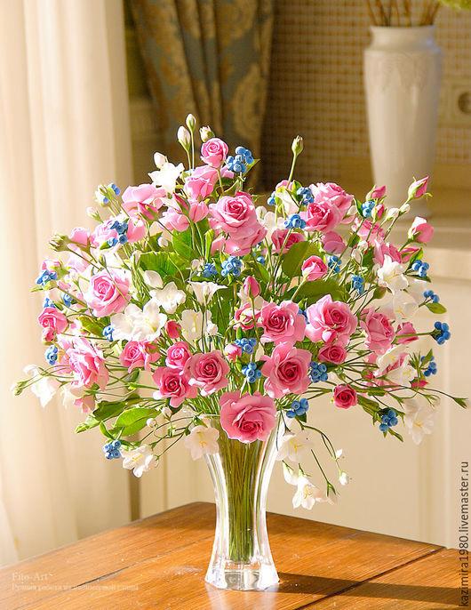 Букеты ручной работы. Ярмарка Мастеров - ручная работа. Купить В НАЛИЧИИ - Букет с кустовыми розами, колокольчиками и ягодой. Handmade.