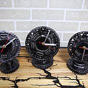 Часы классические ручной работы. Ярмарка Мастеров - ручная работа Часы настольные из диска сцепления автомобиля. Handmade.