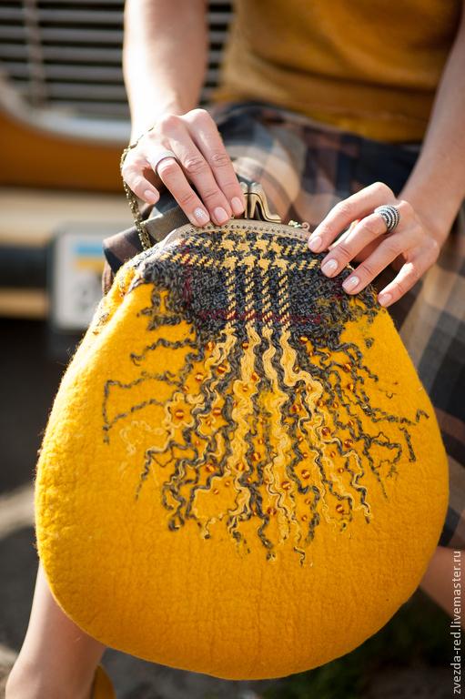 """Женские сумки ручной работы. Ярмарка Мастеров - ручная работа. Купить Сумка """"Жёлтая в клетку"""". Handmade. Желтый, валяная сумка"""