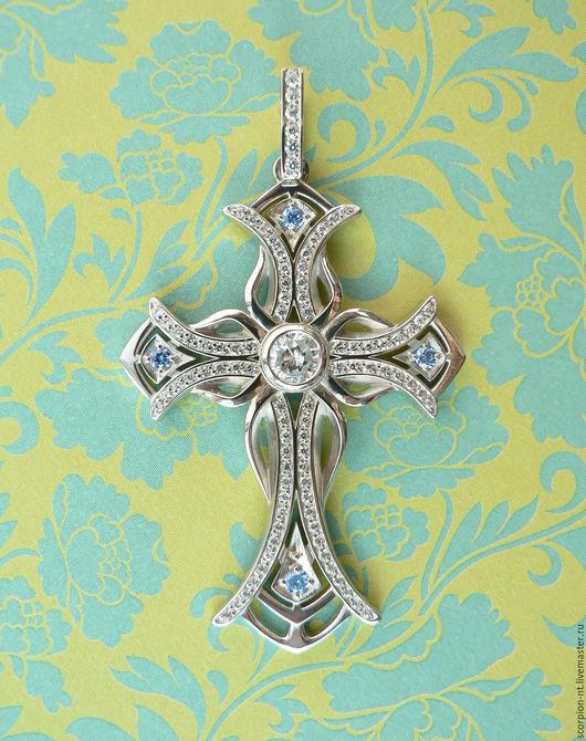 Красивый серебряный фантазийный светский крест. Больше украшение, чем религиозный символ. Техника изготовления 3-D моделирование, литье по выплавляемой модели. Камни фианиты (кубик циркония) 93 штуки.