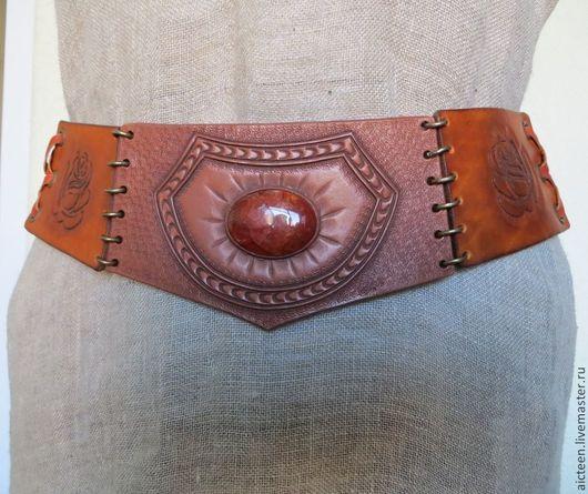 Пояса, ремни ручной работы. Ярмарка Мастеров - ручная работа. Купить Кожаный пояс на бедра с гравировкой и натуральным камнем. Handmade.