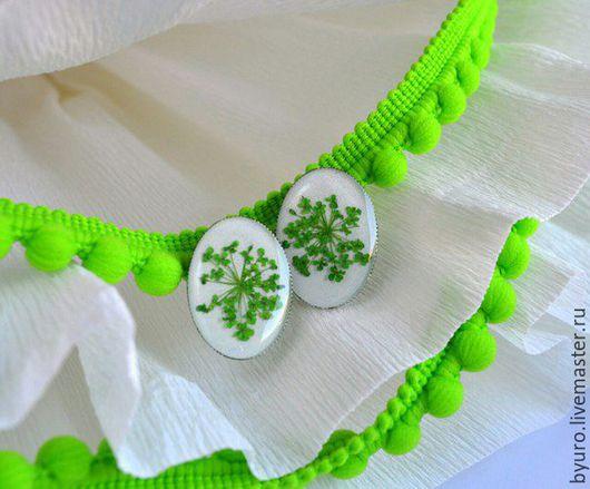 Серьги ручной работы. Ярмарка Мастеров - ручная работа. Купить Серьги-гвоздики с сухоцветами. Handmade. Зеленый, сочный, ювелирная смола