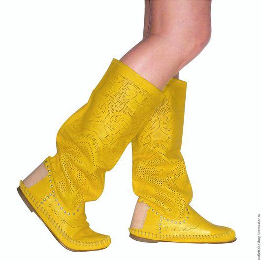 Обувь ручной работы. Ярмарка Мастеров - ручная работа. Купить Перорированные сапоги /41 размер/. Handmade. Желтый, кожанные сапоги