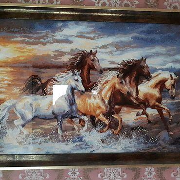 """Картины и панно ручной работы. Ярмарка Мастеров - ручная работа Вышитая картина нитками мулине и бисером """"Лошади"""". Handmade."""