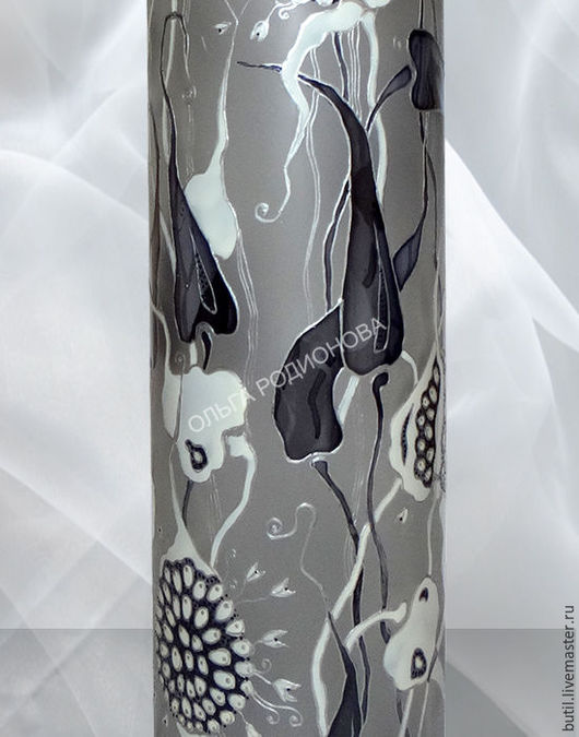 Фрагмент бутылки крупно, детализация. Люблю чеснок, и коллекцию создала на эту тему.