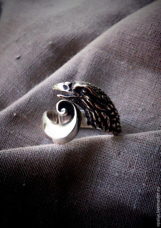"""Украшения для мужчин, ручной работы. Ярмарка Мастеров - ручная работа. Купить Кольцо """"Ворон"""". Handmade. Черный, Серебрянное кольцо"""