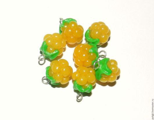 Подвески из полимерной глины.  По многочисленным просьбам выполнены с зелёными чашелистниками.