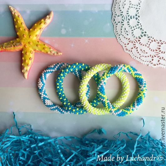 Купить набор браслетов `Неон` - в подарок подруге, сестре, коллеге. Легкий летний браслет на пляж, пляжная мода, стильное лето, мечты от отпуске. Магазин Украшений Лозбенева Юлия