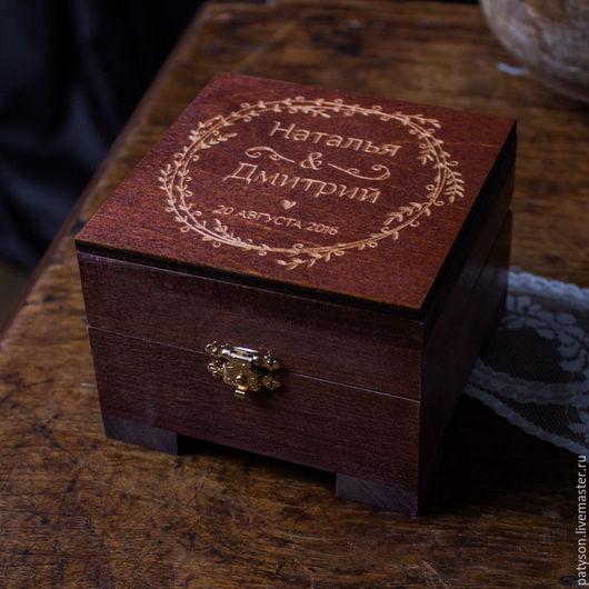 Шкатулка изготавливается на заказ, с конкретными именами и датой.