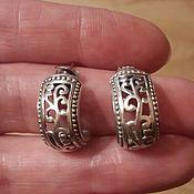Дизайнерские серебряные резные серьги-полукольца
