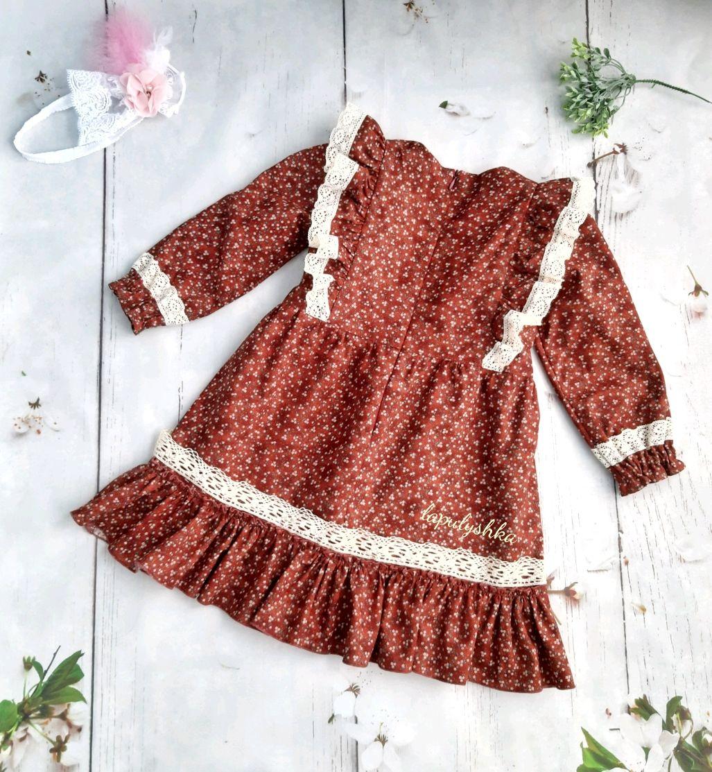 Платье в винтажном стиле с кружевом