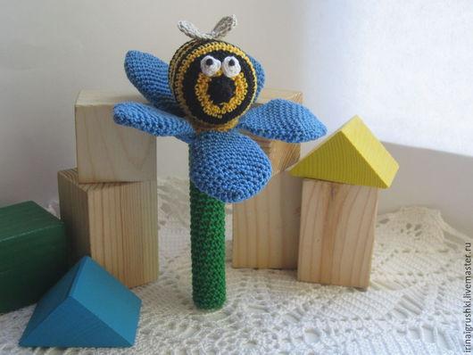 """Развивающие игрушки ручной работы. Ярмарка Мастеров - ручная работа. Купить Погремушка-шуршалка  """"Пчелка"""". Handmade. Разноцветный, подарок для новорожденных"""