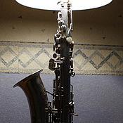 Настольные лампы ручной работы. Ярмарка Мастеров - ручная работа Настольная лампа саксофон. Handmade.