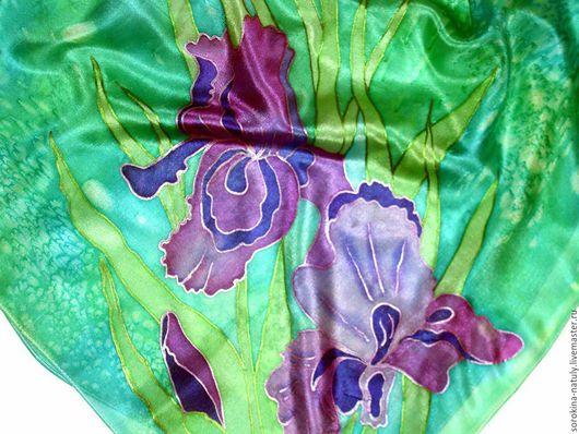 Платочек `Ирисы`Натуральный шёлк, профессиональные краски закреплены в запаривателе. Платочек не линяет, не выгорает. И будет долго дарить Вам эстетическое наслаждение !!!
