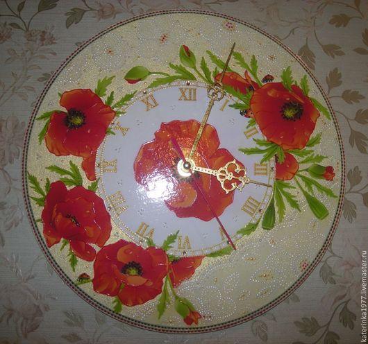 Часы с красными маками, декорированы бумагой ручной работы имитация кружева...
