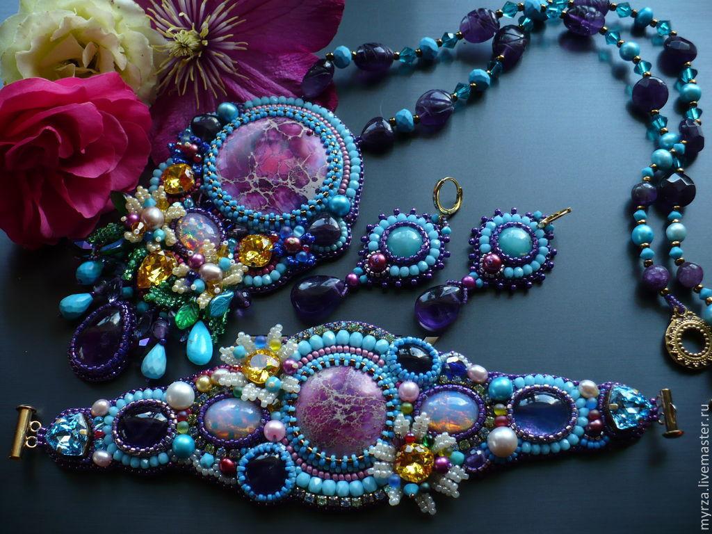 Бисерные украшения с натуральными камнями