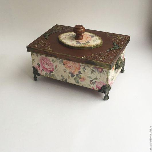 Шкатулка ` Le Printemps` Авторская работа Аланы Азаровой Шкатулка с цветами нежных пастельных тонов