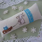 """Подарки к праздникам ручной работы. Ярмарка Мастеров - ручная работа Игольница из ткани с вышивкой """"Новогодняя"""". Handmade."""
