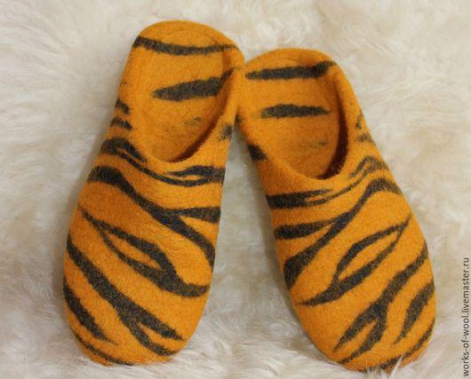 """Обувь ручной работы. Ярмарка Мастеров - ручная работа. Купить Валяные тапочки """"Мадагаскар II"""". Handmade. Тапочки, женские тапочки"""
