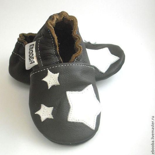 Кожаные чешки тапочки пинетки звёздочки белые на тёмно-коричневом ebooba
