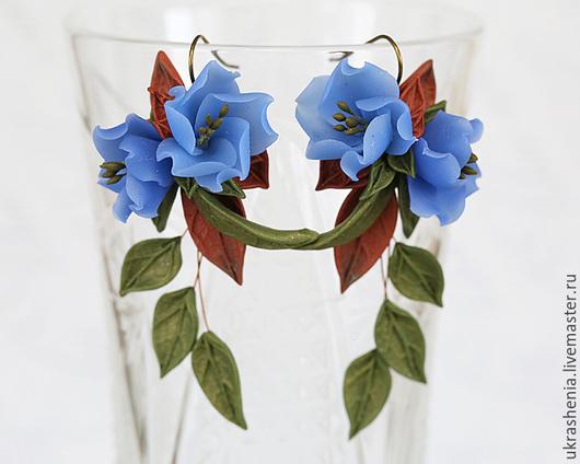 Серьги длинные с голубыми цветами зелеными и бурыми листьями. Цена 1200р