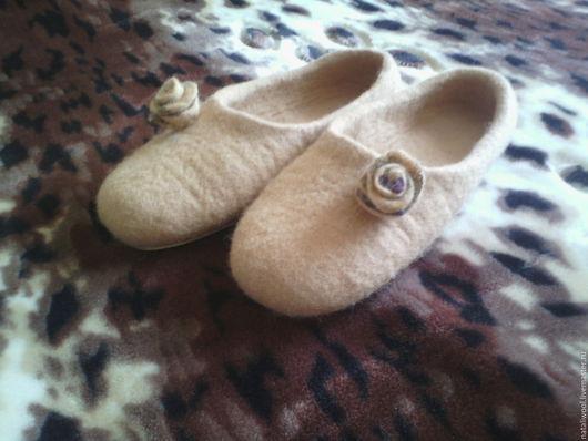Обувь ручной работы. Ярмарка Мастеров - ручная работа. Купить Валяные тапочки. Handmade. Бежевый, ручная работа handmade