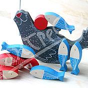 Куклы и игрушки ручной работы. Ярмарка Мастеров - ручная работа Развивающая игрушка балансир Тюлень с рыбками.. Handmade.
