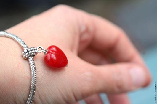 """Кулоны, подвески ручной работы. Ярмарка Мастеров - ручная работа. Купить Шарм на браслет """"Сердечко"""". Handmade. Ярко-красный, подвеска"""