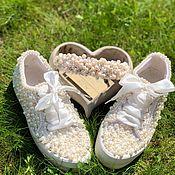 Обувь ручной работы. Ярмарка Мастеров - ручная работа Кеды для невесты. Кеды расшитые жемчугом. Кеды Айвори с жемчугом.. Handmade.