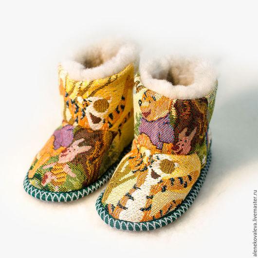 Детская обувь ручной работы. Ярмарка Мастеров - ручная работа. Купить Сапожки чуни «Винни-Пух». Handmade. Звериная расцветка