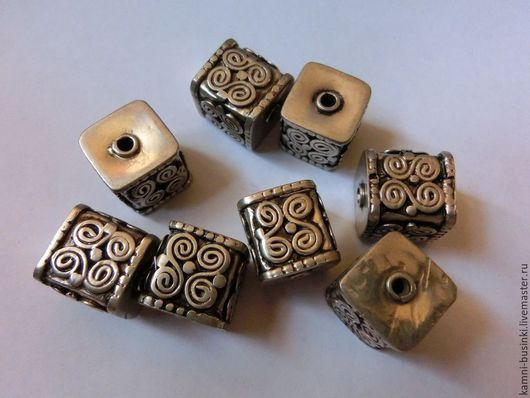 Бусина кубик серебро ручная гравировка Непал. Тибетские Бусины  для колье, непальские бусины для браслетов, Тибетская бусина для серег.