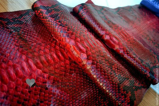"""Шитье ручной работы. Ярмарка Мастеров - ручная работа. Купить Кожа питона красная большая """"кровавый рубин"""". Handmade."""