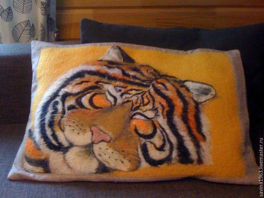 """Текстиль, ковры ручной работы. Ярмарка Мастеров - ручная работа. Купить Интерьерная подушка """"Спящий зверь"""" (от 4500 руб). Handmade."""