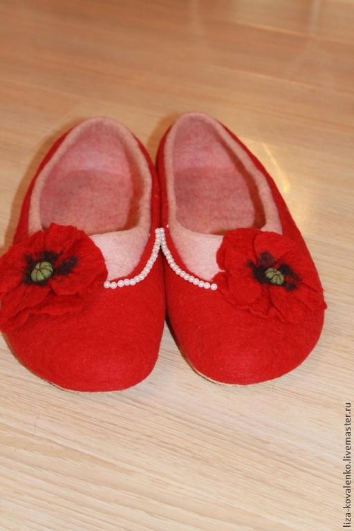 """Обувь ручной работы. Ярмарка Мастеров - ручная работа. Купить Тапочки валяные """" На маковом поле"""". Handmade. красный"""