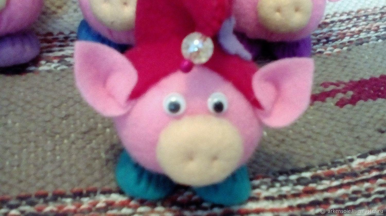 Свинка, символ Нового Года,фетровая декоративная игрушка, 10 х 8 см