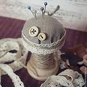 Подарки к праздникам ручной работы. Ярмарка Мастеров - ручная работа Игольница-катушка. Handmade.