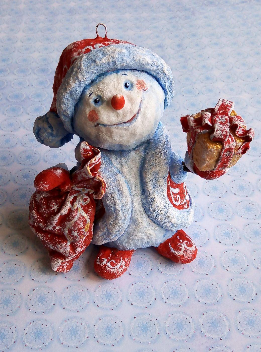 """Новый год 2019 ручной работы. Ярмарка Мастеров - ручная работа. Купить Ватная игрушка снеговик  помощник Деда Мороза с подарками """"Для тебя"""". Handmade."""