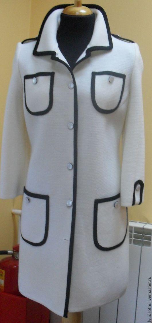 """Верхняя одежда ручной работы. Ярмарка Мастеров - ручная работа. Купить пальто """"Чёрное на белом """". Handmade. Белый"""