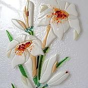 """Для дома и интерьера ручной работы. Ярмарка Мастеров - ручная работа Панно из стекла """"Лилии"""", фьюзинг, 62х30 см. Handmade."""