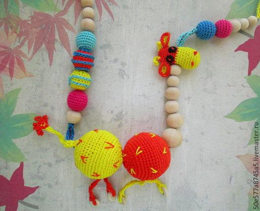 """Слингобусы ручной работы. Ярмарка Мастеров - ручная работа. Купить Слингобусы с игрушкой погремушкой """"Жираф"""",прищепка для соски. Handmade. Оранжевый"""