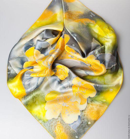 """Шали, палантины ручной работы. Ярмарка Мастеров - ручная работа. Купить Батик шелковый платок """"Желтые цветы"""". Handmade. Желтый"""